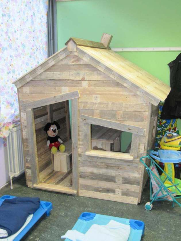 Diy playhouse pallets plans free download hushed61syhan for How do you spell pallets