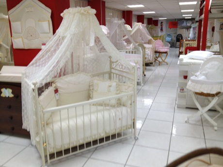 white canopy crib